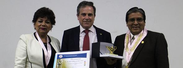 el-profesor-de-la-ua-jose-ramon-martinez-riera-recibe-dos-premios-en-peru